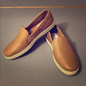 NWT Sperry Tan Leather Slip-on Sneaker